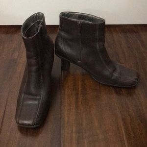 Kenneth Cole brown leather short heel boots 7